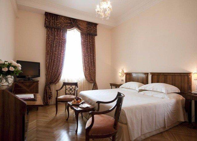 property Bedroom Suite cottage Villa living room
