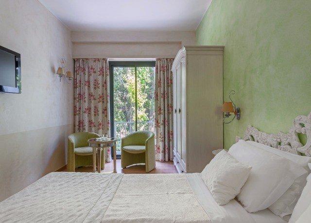 property cottage Bedroom white Suite Villa