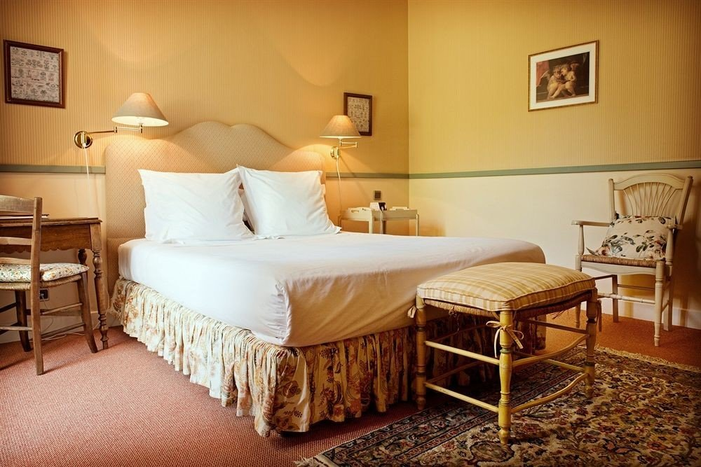 property Bedroom Suite cottage hardwood living room farmhouse Villa tan