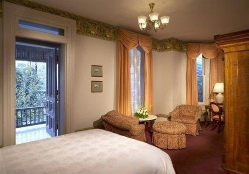 Bedroom property Suite cottage home mansion Villa double pillow living room lamp