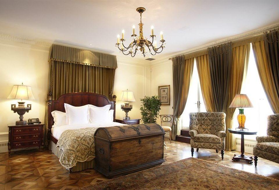 property Bedroom Suite living room home mansion cottage Villa