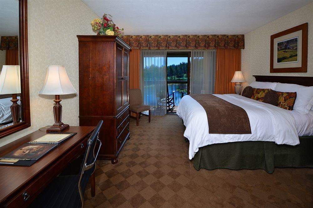 property Bedroom Suite cottage Villa lamp