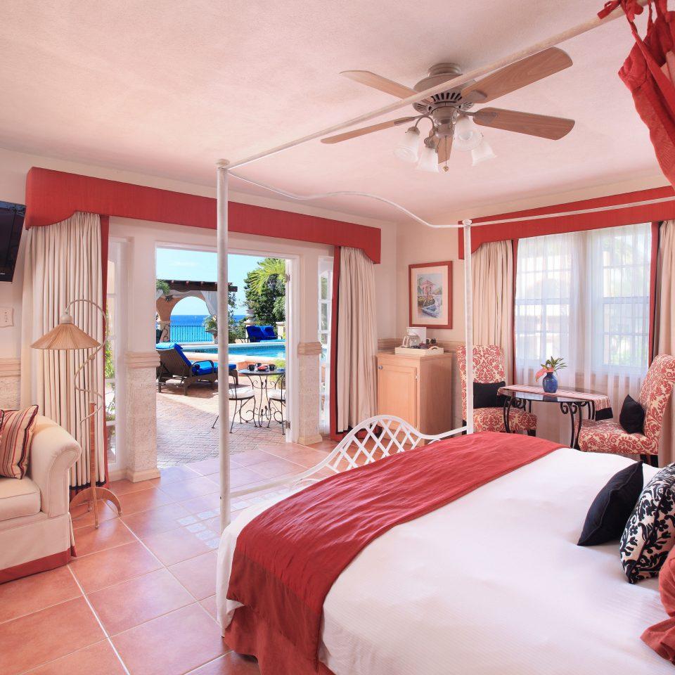 red Bedroom property Suite home cottage living room Villa pillow