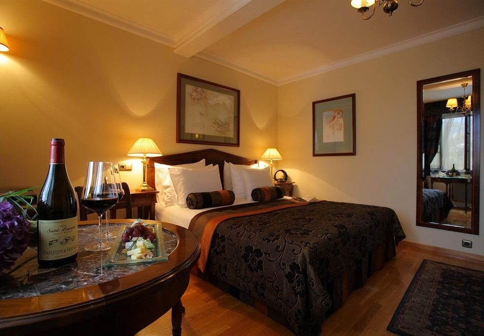 property Suite cottage living room home Villa Bedroom