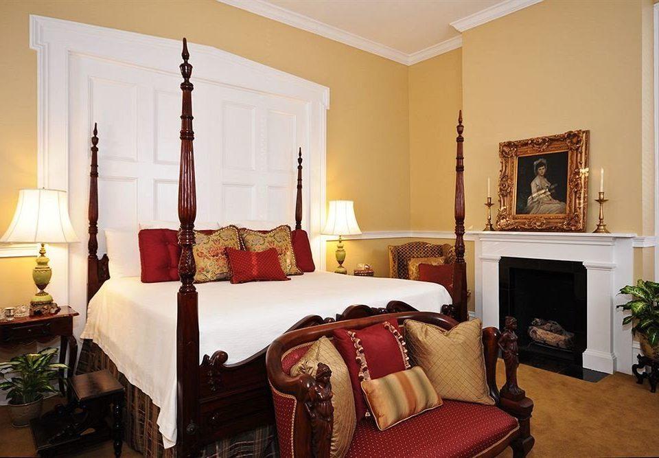 property Bedroom living room home Suite cottage hardwood Villa