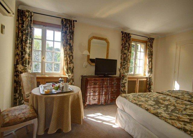 property Bedroom home cottage Suite living room farmhouse Villa mansion