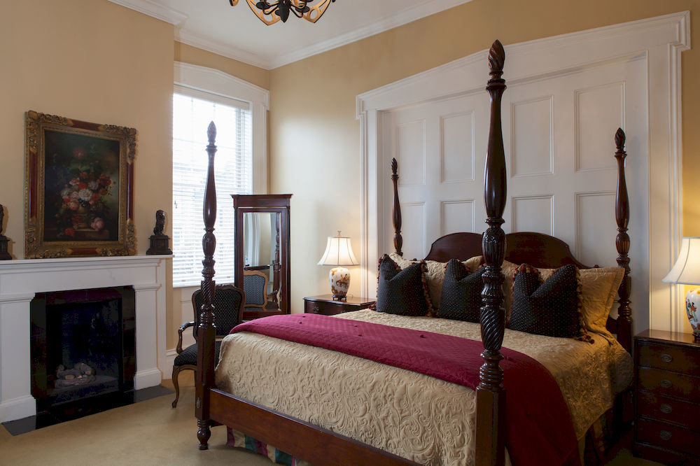 property Bedroom living room home hardwood cottage Suite Villa mansion