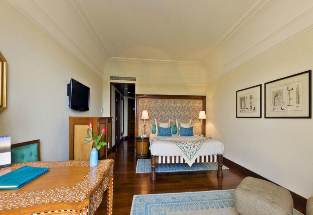 property Bedroom Suite living room cottage Villa home mansion