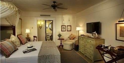 property cottage Bedroom Suite living room Villa home farmhouse mansion