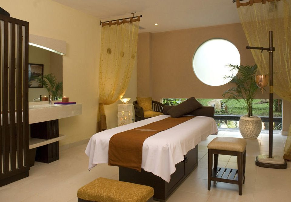 property Bedroom Suite cottage home Villa