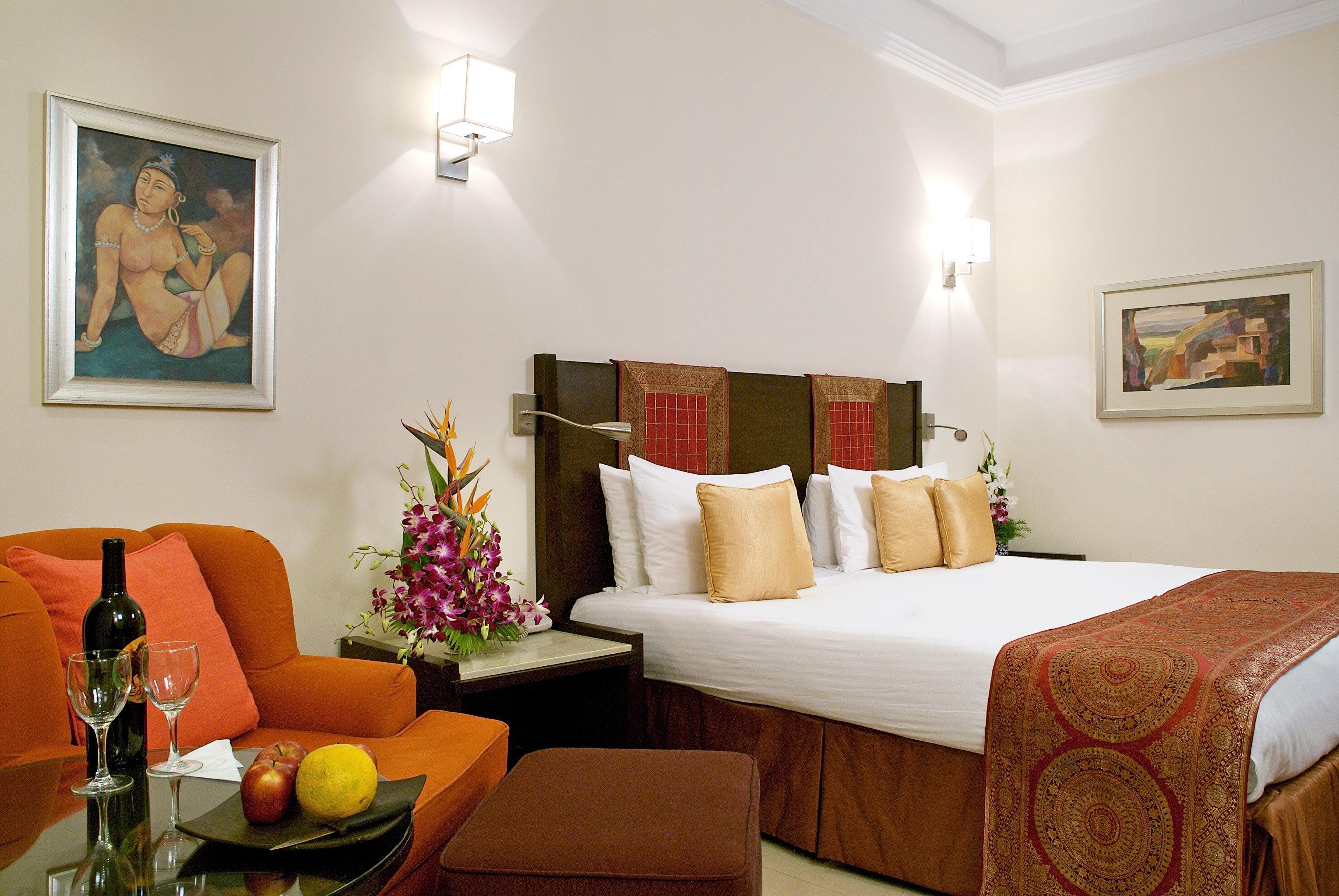 Bedroom sofa property living room Suite home cottage Villa orange