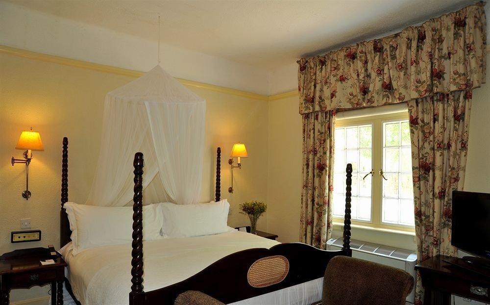 property Bedroom Suite cottage home living room Villa