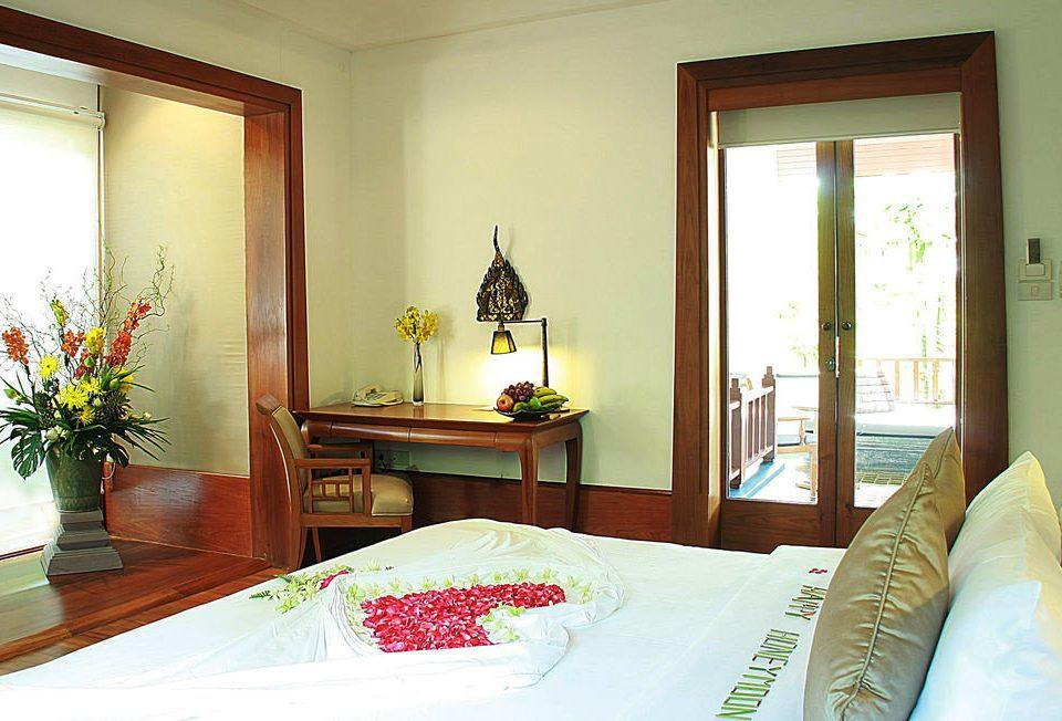 property Bedroom home Suite cottage living room Villa flat