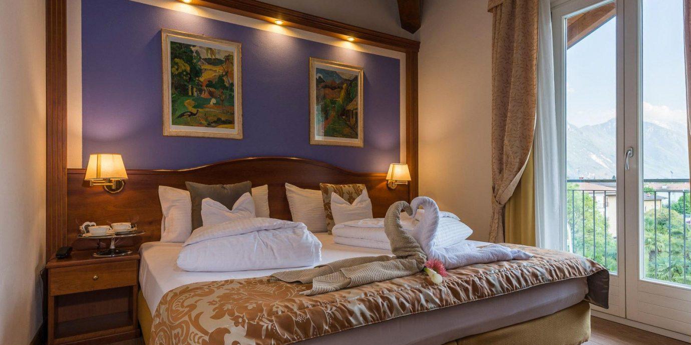 sofa property Bedroom home Suite hardwood cottage living room Villa