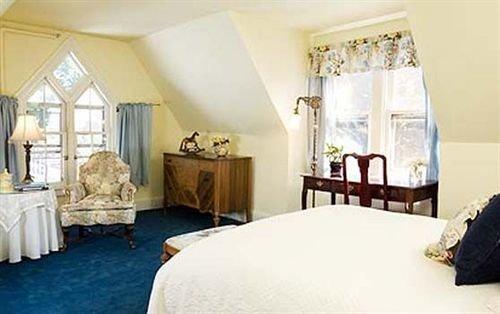 property Bedroom Suite cottage Villa living room farmhouse