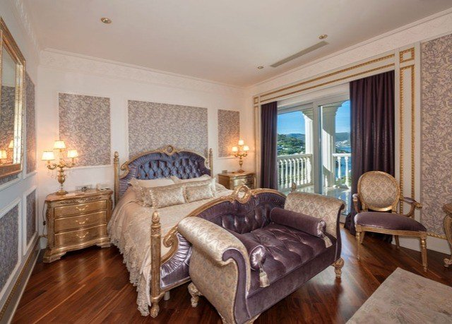 sofa property Bedroom living room home cottage Suite hardwood mansion hard Villa