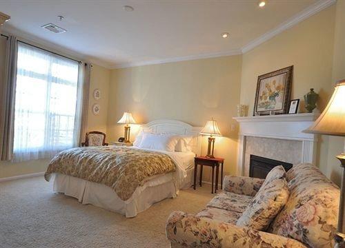 sofa property Bedroom Suite cottage Villa flat