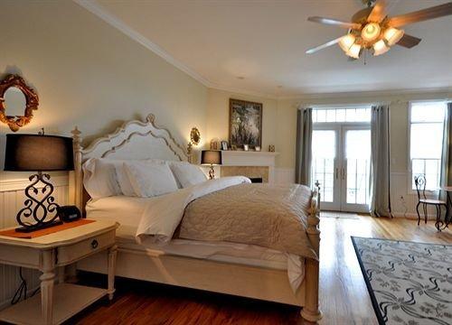 property Bedroom living room home cottage hardwood Suite farmhouse Villa