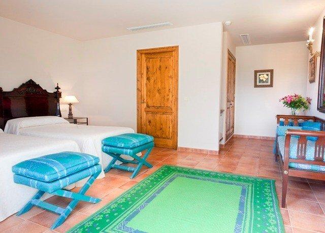 property Bedroom green cottage Suite Villa home hard