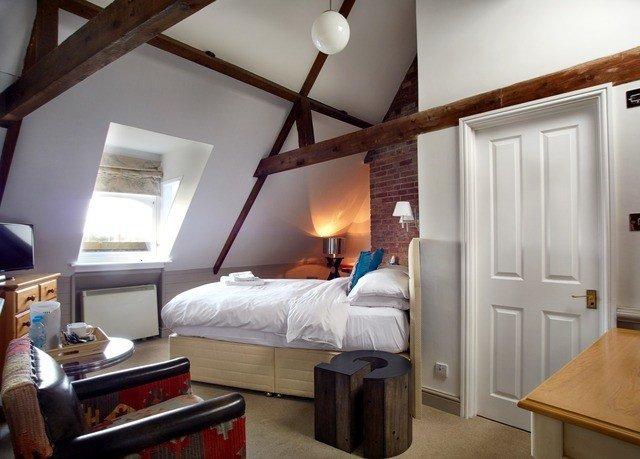 property Bedroom cottage home living room Suite loft farmhouse Villa