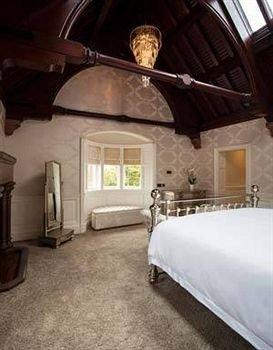 property building cottage mansion farmhouse Villa attic Bedroom
