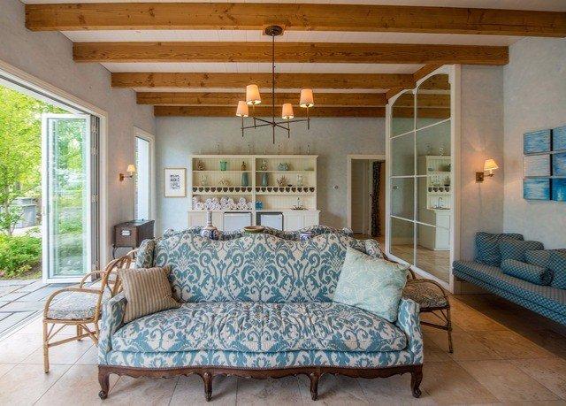 property living room Bedroom home cottage hardwood farmhouse bed frame Villa bed sheet