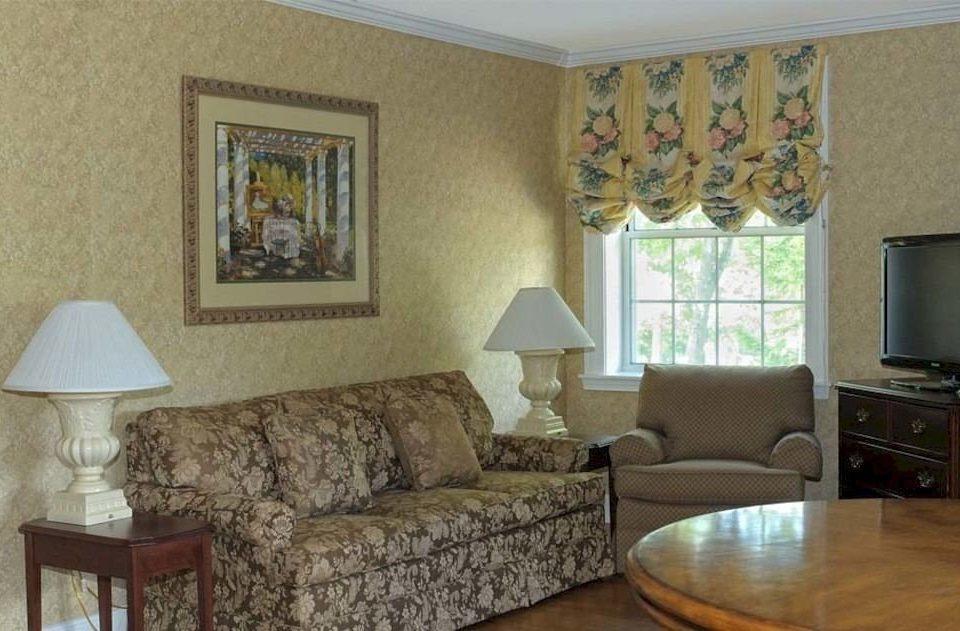 sofa property living room brown cottage home hardwood Bedroom Villa leather lamp