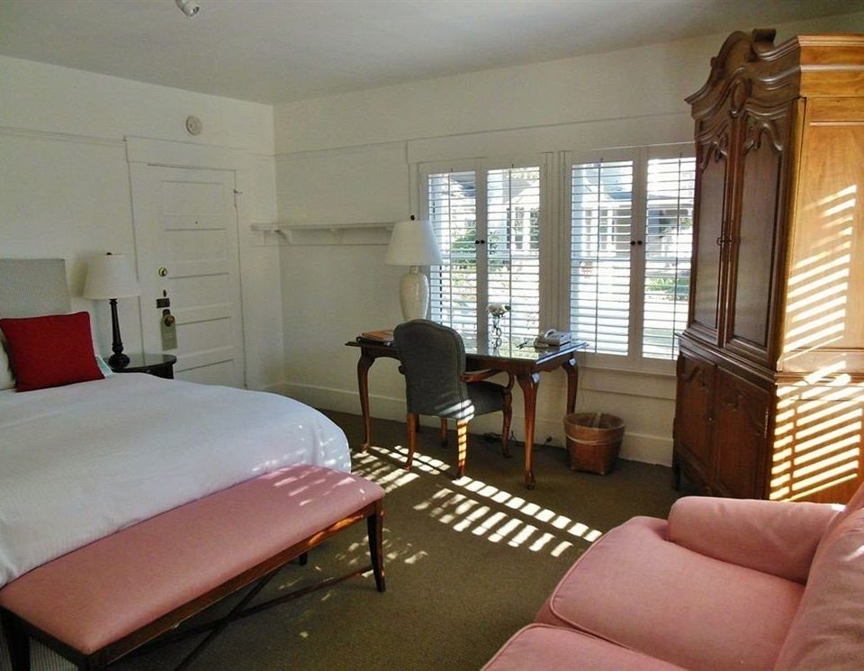 property Bedroom cottage living room home condominium Villa