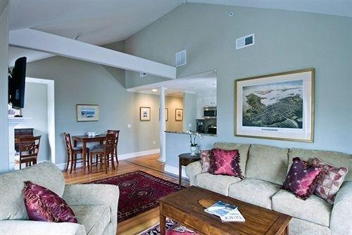 sofa property living room home Bedroom cottage Villa condominium