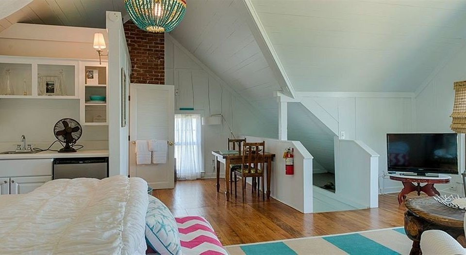 property living room house home cottage condominium hardwood Villa farmhouse loft Bedroom mansion hard