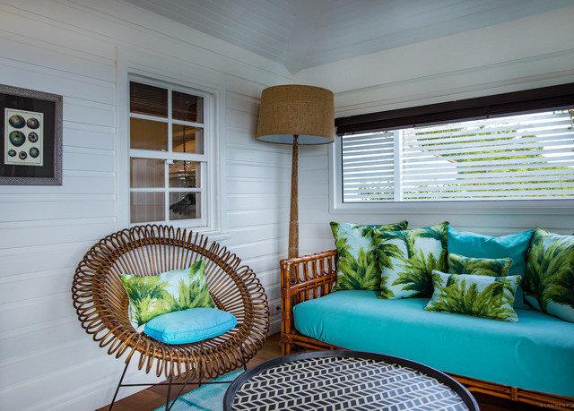 property living room condominium home house cottage Villa Bedroom mansion porch