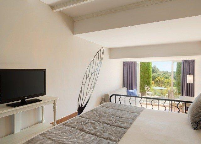 property Bedroom living room home cottage condominium flat Villa loft