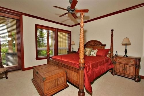 property Bedroom hardwood cottage home living room farmhouse Villa lamp containing
