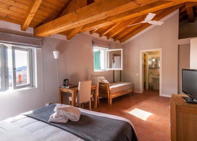 property cottage living room Bedroom home hardwood farmhouse Villa