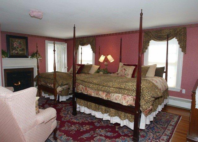 sofa Bedroom property cottage red Villa flat