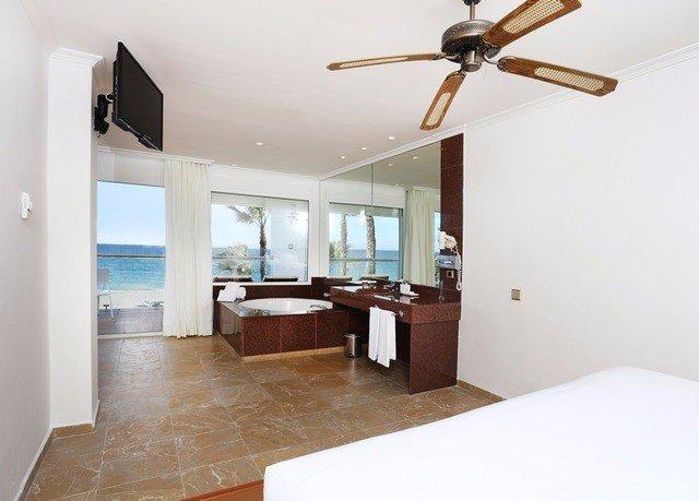 property home hardwood cottage living room Bedroom Villa