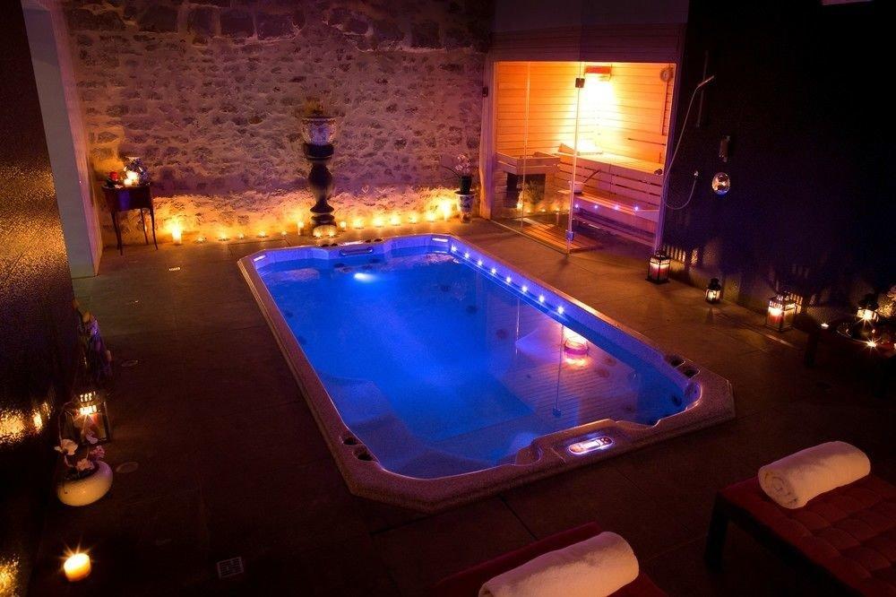 swimming pool nightclub jacuzzi screenshot games light beer dark