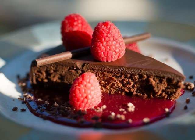 cake chocolate plate food piece chocolate cake plant birthday dessert berry frutti di bosco flourless chocolate cake raspberry strawberry fruit serving chocolate brownie strawberries slice ice cheesecake close