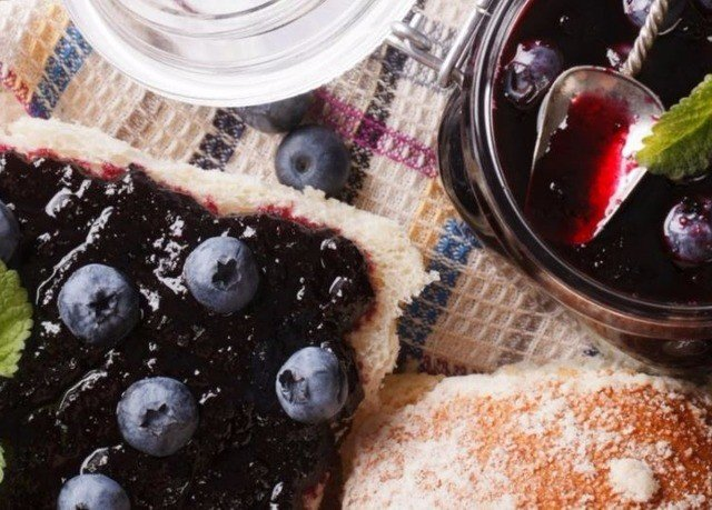 food berry plant frutti di bosco fruit blackberry breakfast container dessert blueberry close