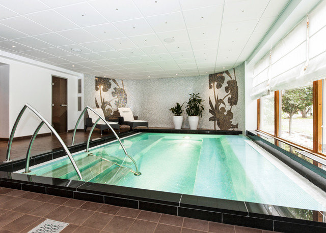 swimming pool billiard room property recreation room green leisure centre daylighting mansion jacuzzi