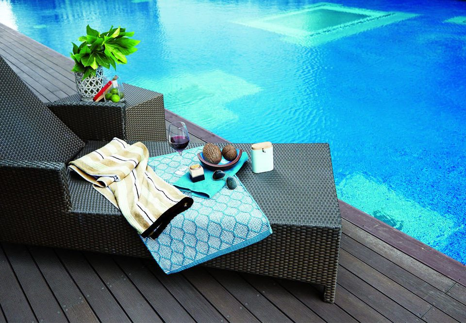 blue swimming pool leisure screenshot