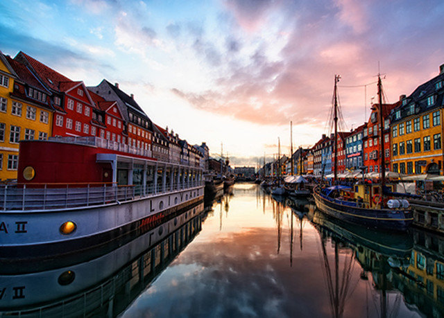 sky water Boat scene Harbor Canal vehicle River waterway cityscape evening Sea morning channel watercraft dusk Sunset dock