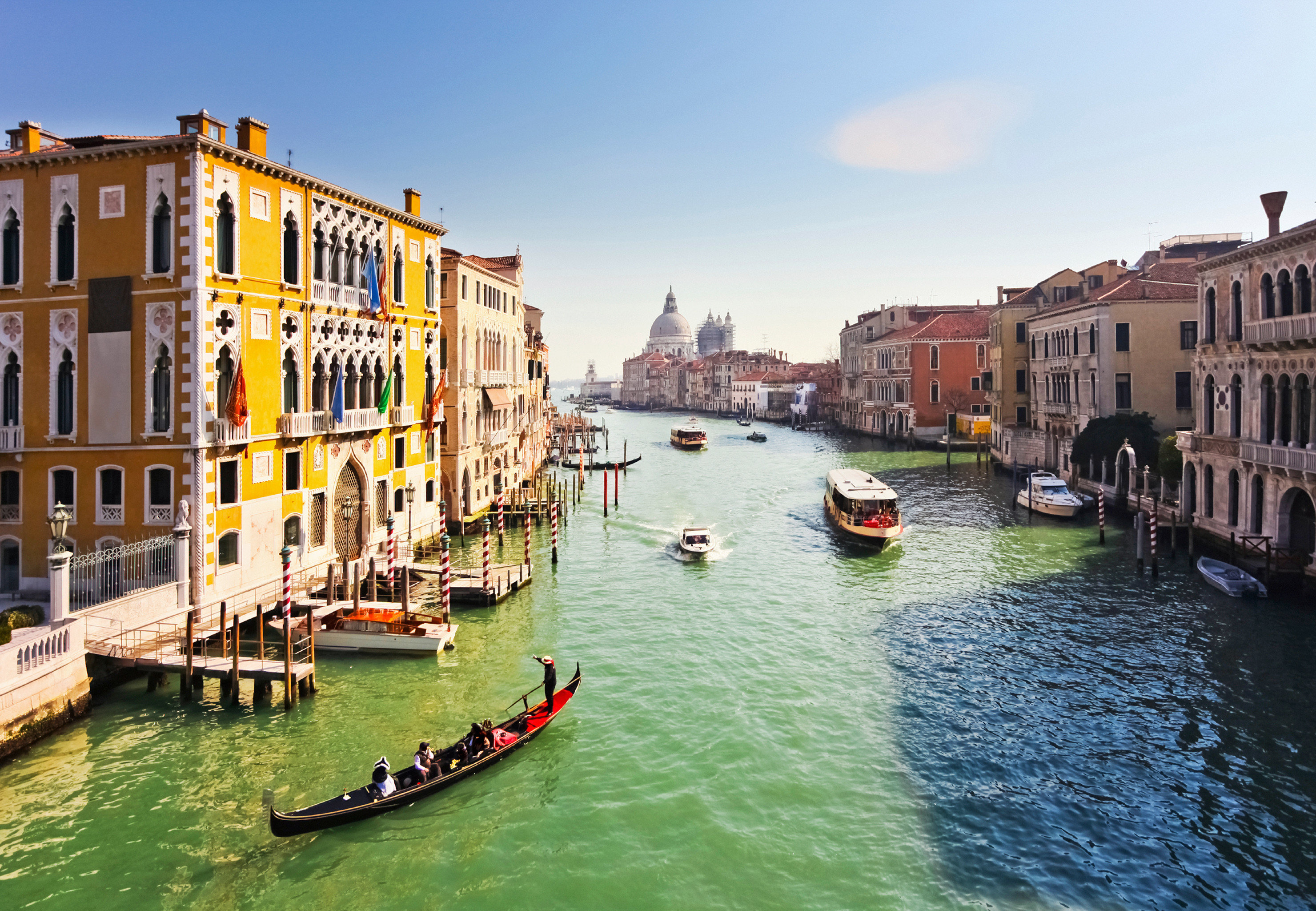 sky water Boat Canal vehicle scene River waterway Town gondola channel Harbor watercraft Sea boating cityscape traveling