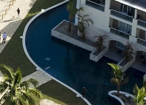 swimming pool property waterway vehicle Boat Villa mansion Canal plant