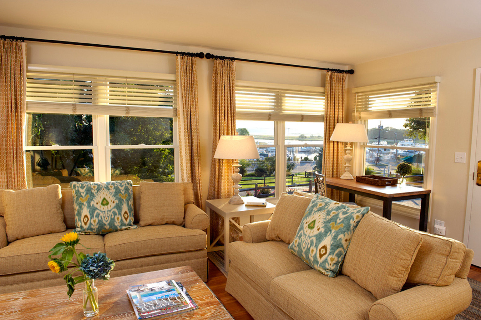 Boat Country Inn Scenic views Suite Waterfront sofa living room property condominium home cottage nice seat flat