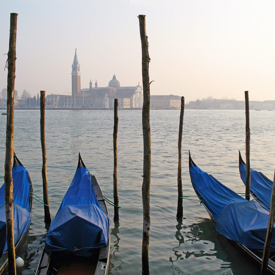 Boat Cultural River Scenic views Waterfront sky water blue vehicle sail Sea gondola sailing boating watercraft sailboat Ocean mast day line sandy