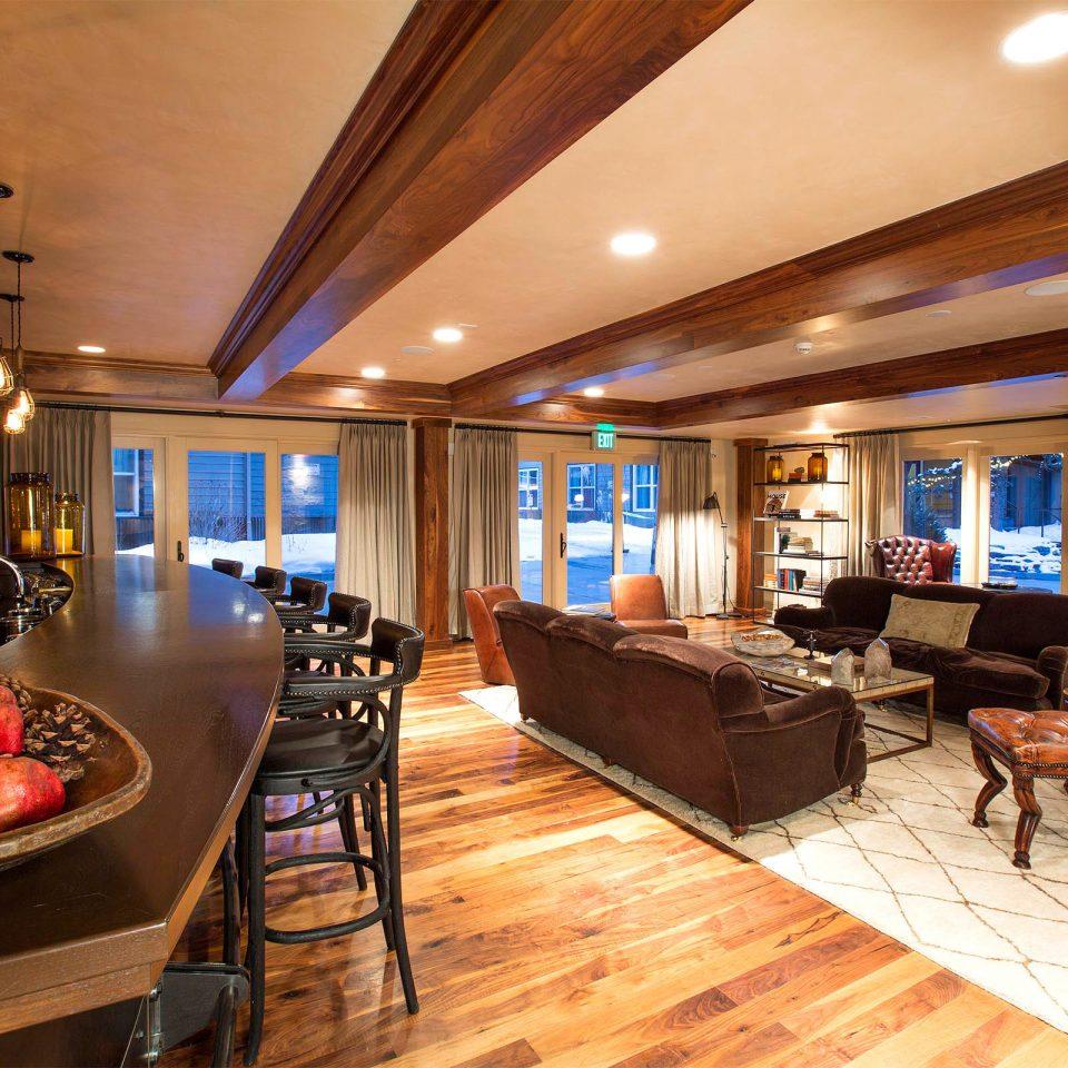 Dining Modern Resort Scenic views property recreation room billiard room Lobby living room home yacht Suite Boat restaurant passenger ship