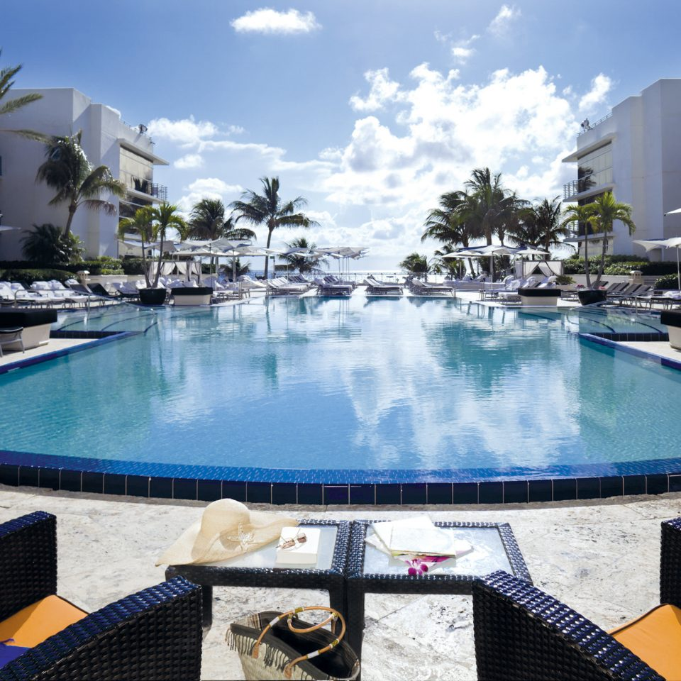 Lounge Luxury Modern Pool sky water Boat swimming pool leisure property Resort condominium Harbor resort town Villa dock blue
