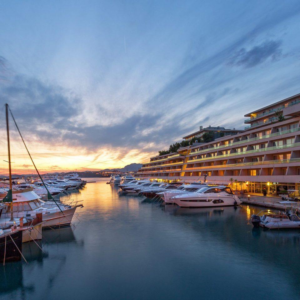 water sky scene Boat Harbor marina Sea dock vehicle River evening port docked cityscape Sunset dusk waterway