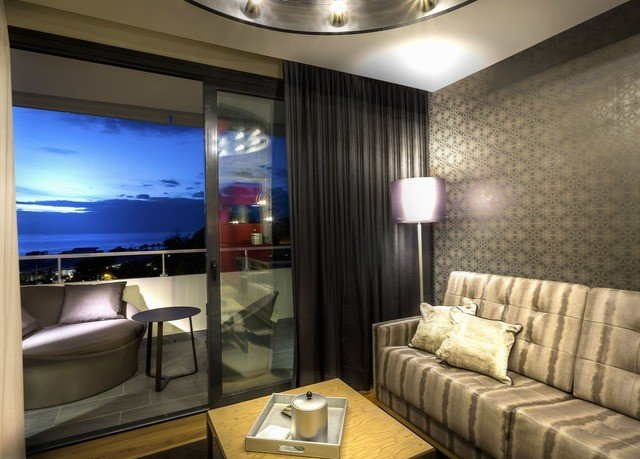 sofa property condominium living room yacht flat Suite home vehicle Lobby Boat Modern lamp
